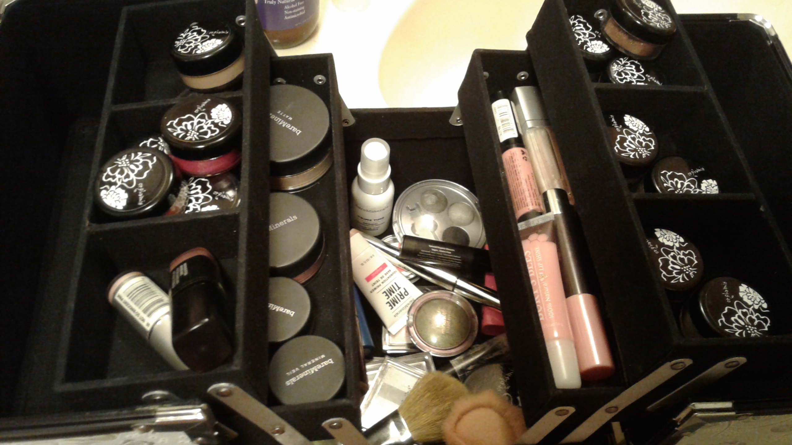Make-up in a kaboodle