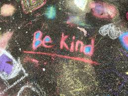 "chalk art that reads ""be kind"""