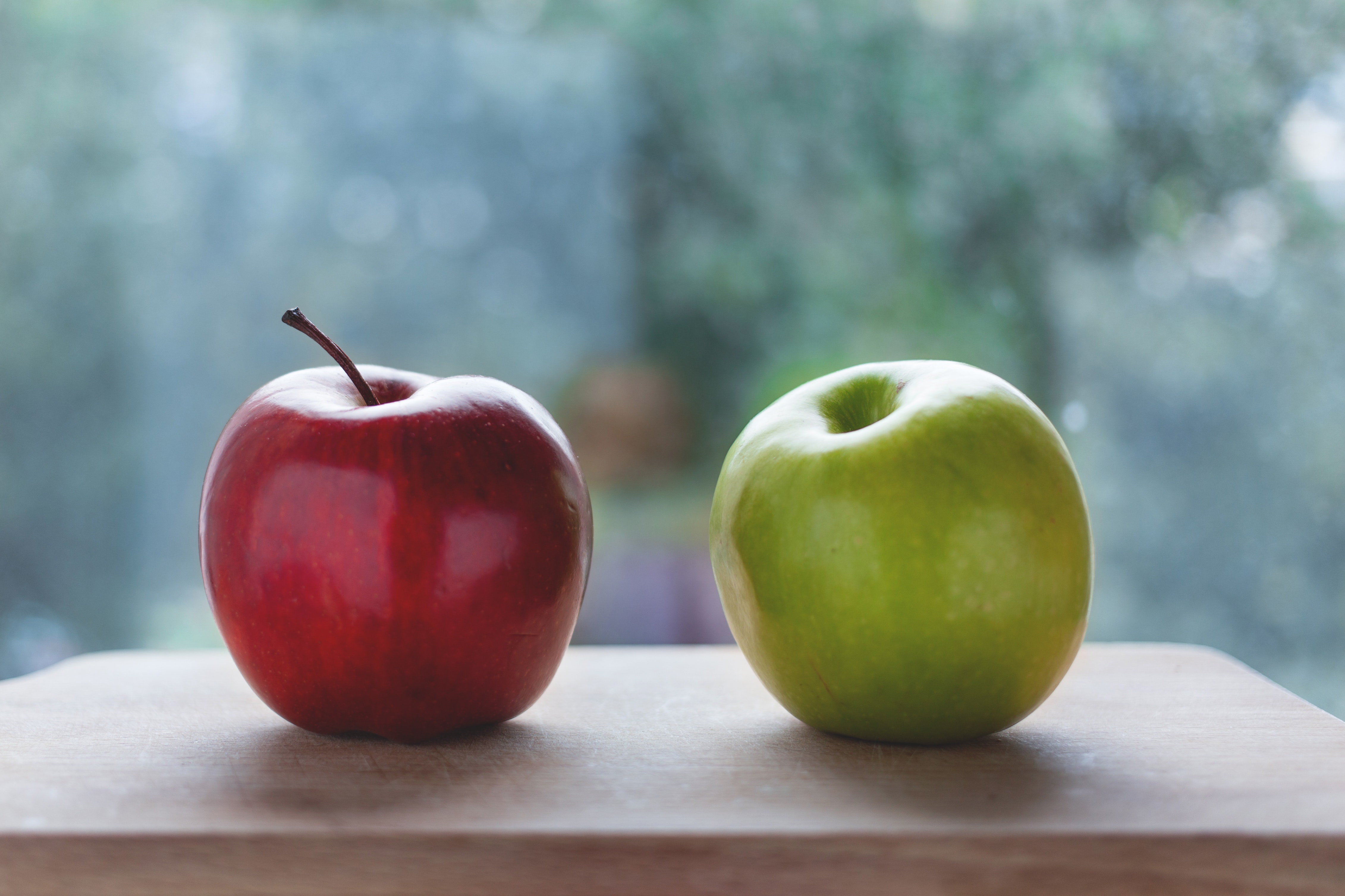 Red apple and green apple